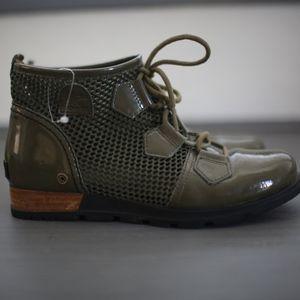 NWOT Sorel Combat style boots